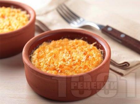 Мляко с ориз и жълтъци в глинени съдове на фурна - снимка на рецептата